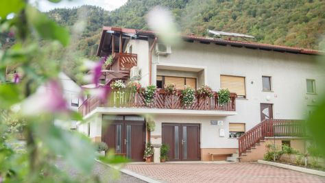 Apartments Tolmin 1127, Tolmin - Courtyard