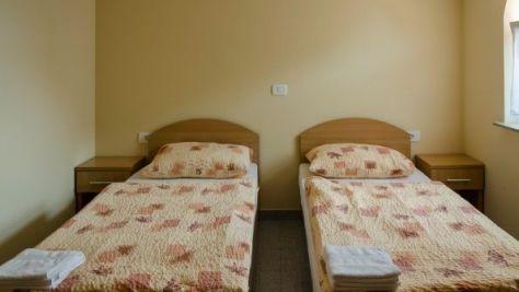 Rooms  15463, Hrpelje - Kozina - Room