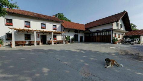 Turistická farma Dolenčevi, Postojna - Exteriér